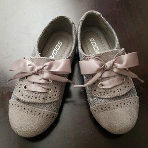 Adorable Gray Slip On Size 8C